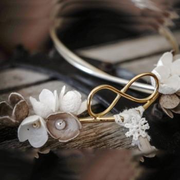 """Στέφανα γάμου """"άπειρο""""  με διπλή επάργυρη βέργα με μεταξωτά λουλούδια"""