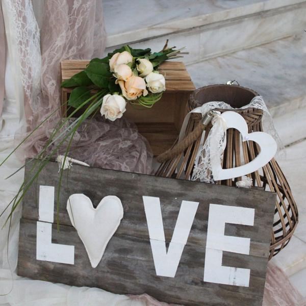 Ρομαντικός γάμος με σομόν τριαντάφυλλα