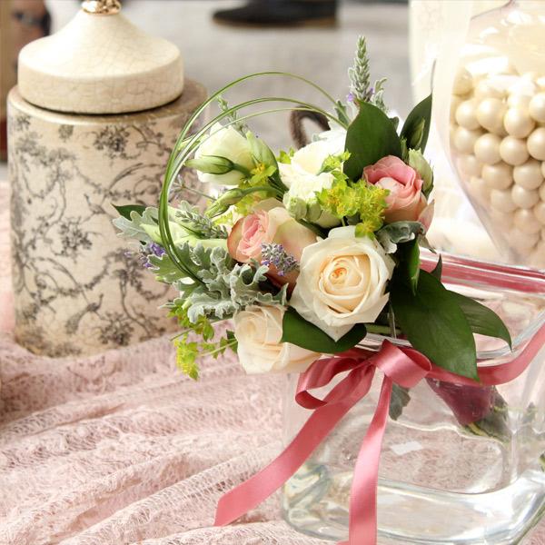 Όμορφος ρομαντικός γάμος σε ροζ αποχρώσεις